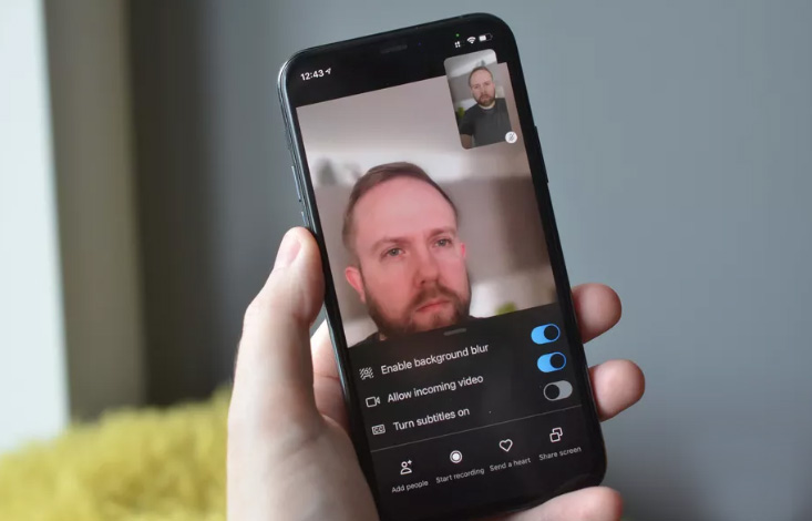 Skype for iOS with background blur